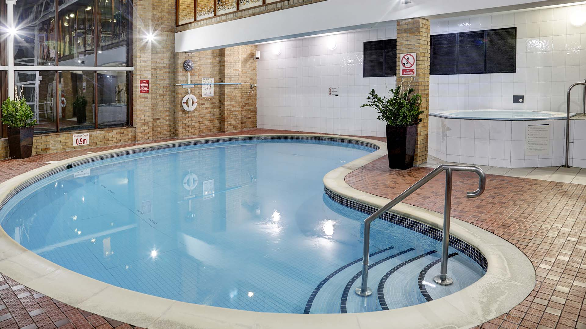 4 star Hotels in Sheffield Mercure Sheffield Kenwood Hall Hotel and Spa Pool area