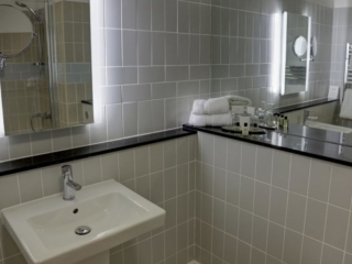 Mercure Sheffield Kenwood Hall Hotel & Spa Bathroom 1