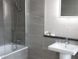 Mercure Sheffield Kenwood Hall Hotel & Spa Bathroom