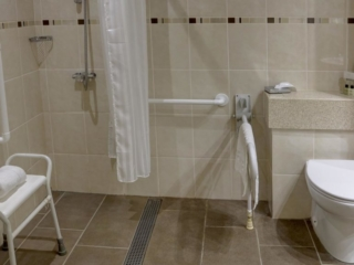 Mercure Sheffield Kenwood Hall Hotel & Spa accessible Bathroom